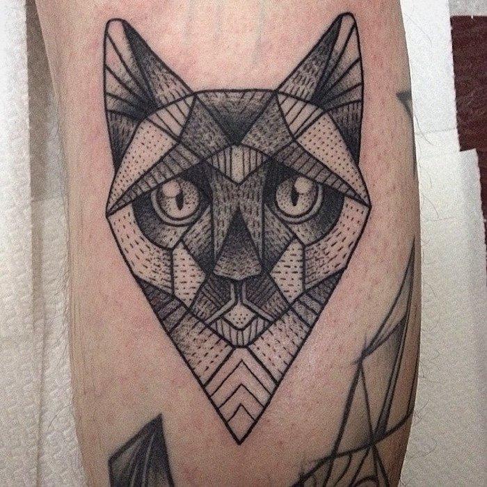 eine idee für einen schwarzen tattoo mit einer katze mit großen augen - tätowierung auf bein