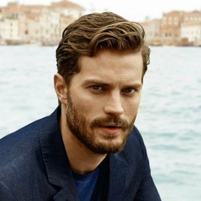 jamie dornan, herrenfrisuren fuer lockiges haar, braunes, mittellanges haar