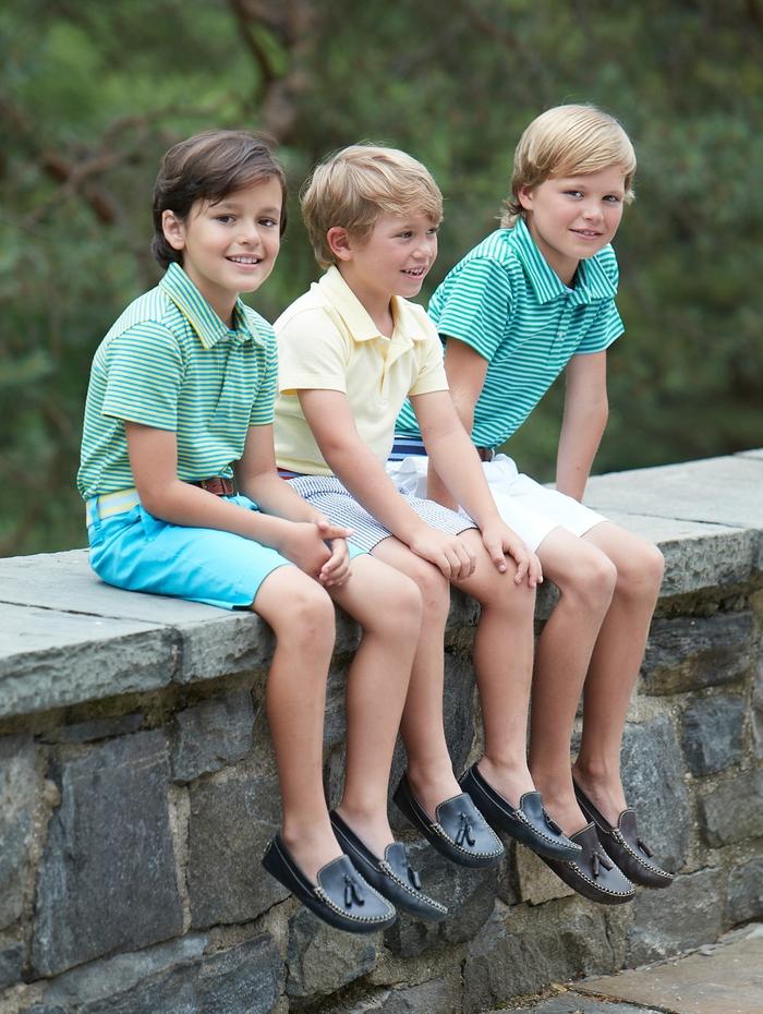 Jungenmode Sommer 2017, kurze Hosen in Kombination mit T-Shirts in frischen Farben