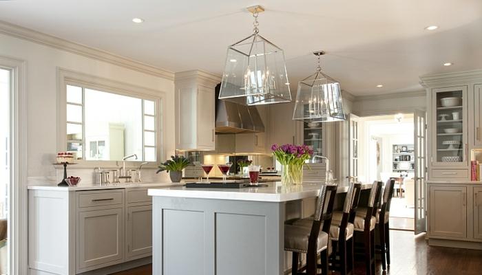 Pflanzen in der Küche, Glaskronleuchter im Vintage-Stil, Nachtlampe, Küchenfenster zum Esszimmer