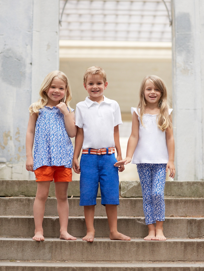 festliche Kinderkleider für den Sommer, Kombination von Weiß und Blau/Orange, lange/kurze Hose mit Top/T-Shirt