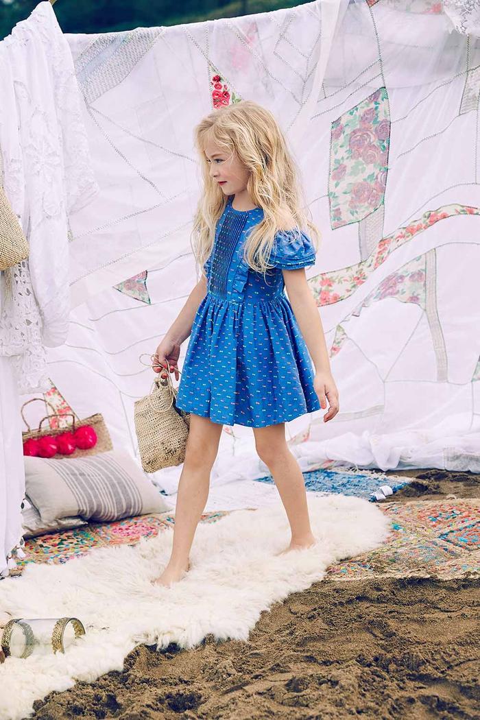 festliche Mädchenkleidung, blaues weites Kleid mit kurzen Ärmeln, Sommermode 2017