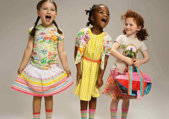 Sommermode für Kinder, Kinderkleider in frischen Farben, T-Shirt mit Rock, Kleid mit Blazer