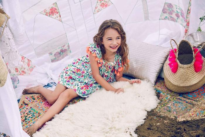 Sommermode für Kinder 2017, buntes Kleid mit Blumenmotiven, festliche Mädchenkleidung