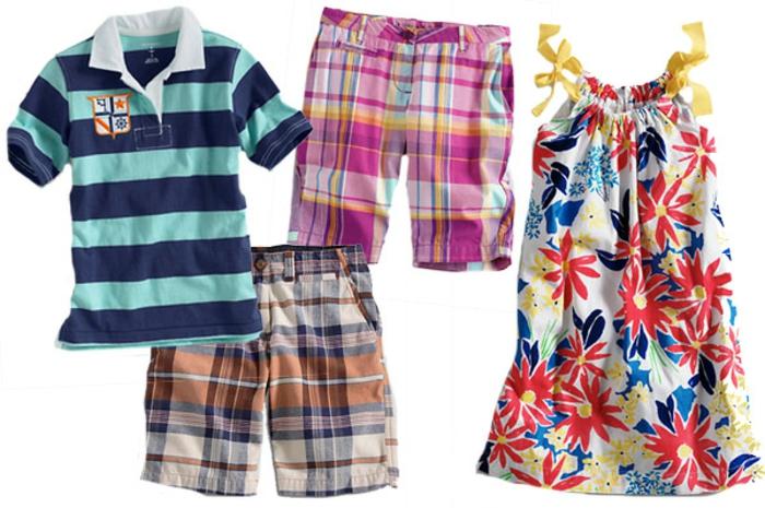 Kinderkleider für Mädchen und Jungen - kurze karierte Hosen für beide Geschlechter, Kleid mit Blumenprint