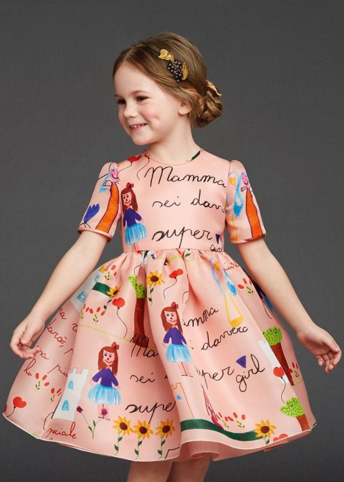 breites Kleid mit Kinderzeichnungen, kurze Ärmel, festliche Mädchenkleidung
