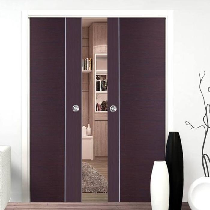 kleine Wandgarderobe starke lila Farbe ganzkörper spiegel schwarz-weiße deko