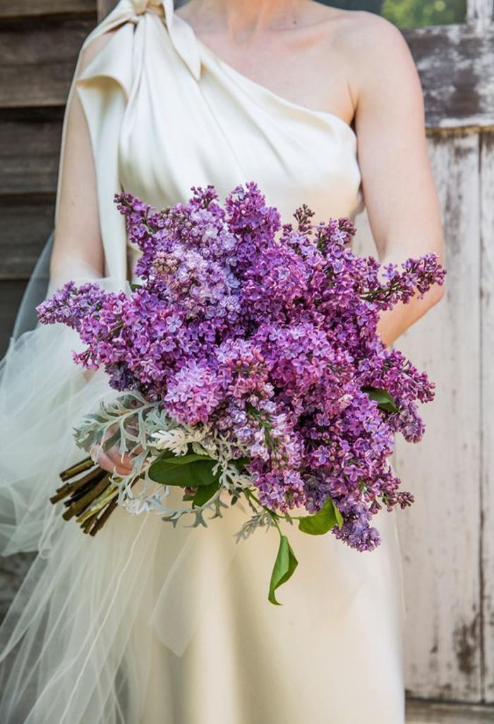 Hochzeitsstrauß in Lila, Flieder, natürlich, für Lila-Liebhaber