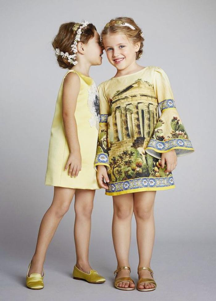 festliche Mode für Kinder, Kleider in Gelb, Sommertrends 2017, griechische Motive