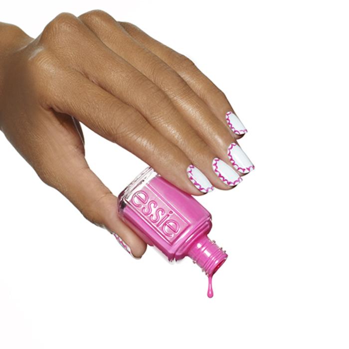 Sommer Nageldesign, Rosa und Weiß kombinieren, schlichte Fingernägel mit schöner Dekoration