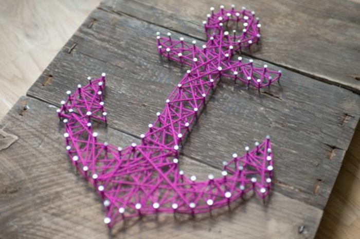 Anker basteln lila Fäden auf Holzbrett Deko maritim