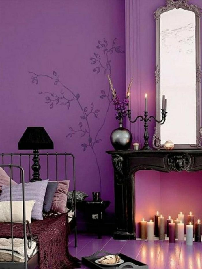 arabische möbel lila gestaltung der wand wandtattoo blumen kerzen bett mit vielen kissen kerzen leuchtend