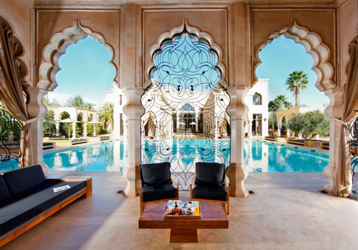 orientalische stoffe garten im orientalischen stil dekorative gitter gestaltung des gartens schwarzer sessel pool