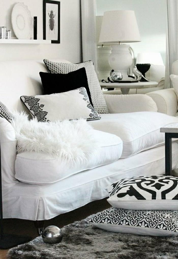 marokkanische lampen gestaltungideen im wohnzimmer weißes sofa kissen weiß schwarz metalische deko lampe