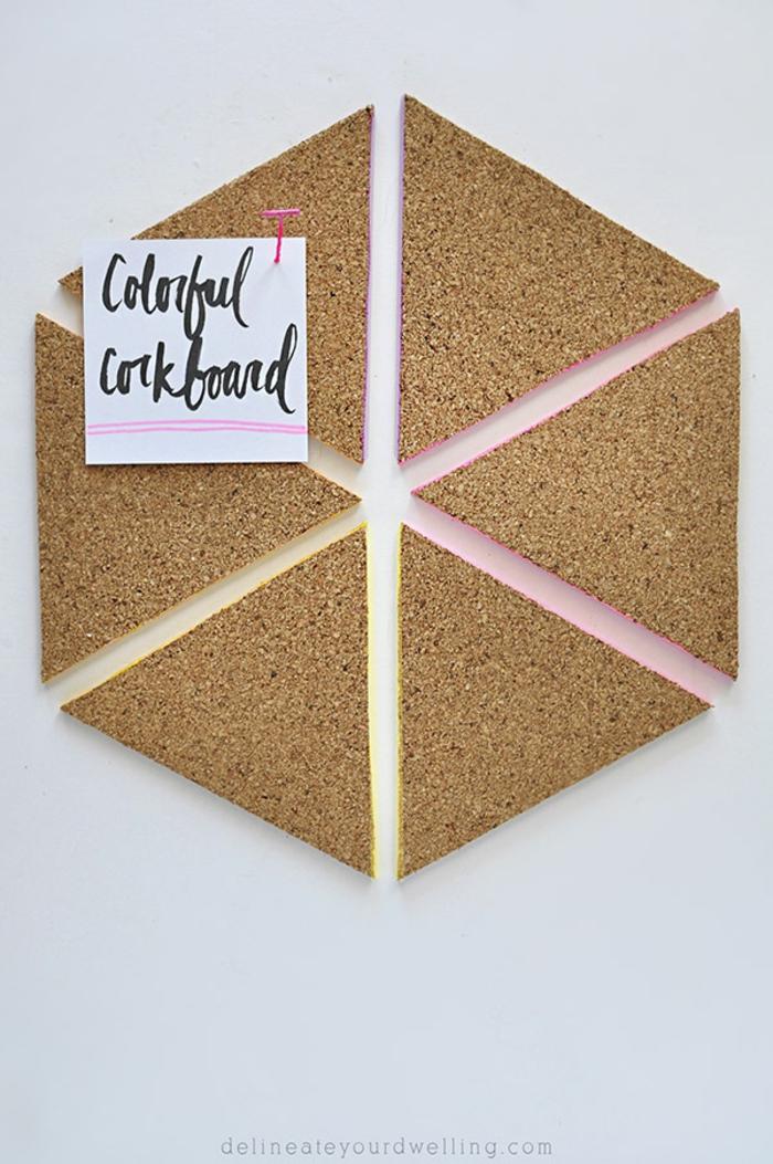 diy pinnwand dreiecke aus kork dekoriert mit farbe, zettel, markiernadel