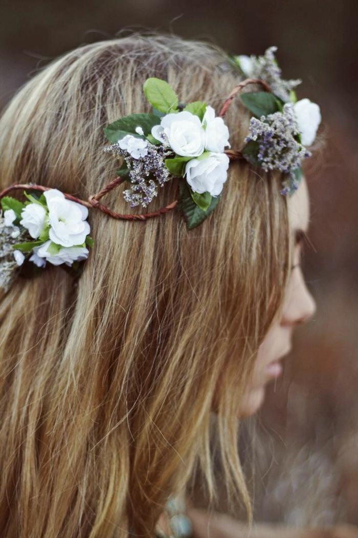im Mittelalter haben Frauen so oft Blumen in den Haaren geflochten - Frisuren Mittelalter