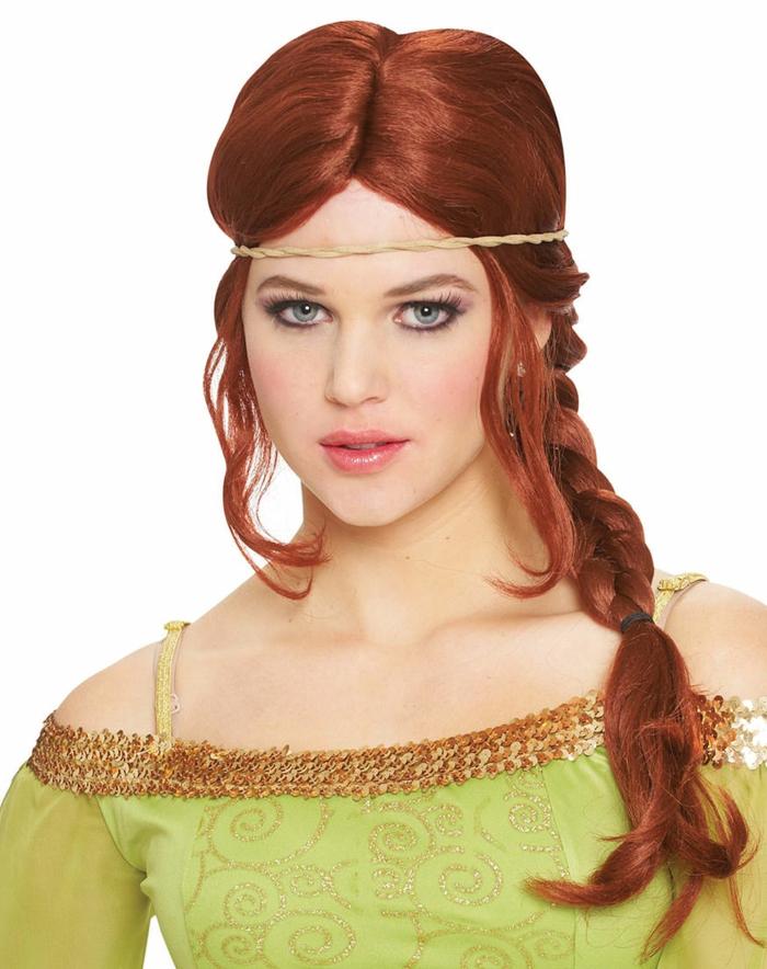 grünes Kleid, rotes Haar, ein Stirnband, blaue Augen, roter Lippenstift Frisuren geflochten