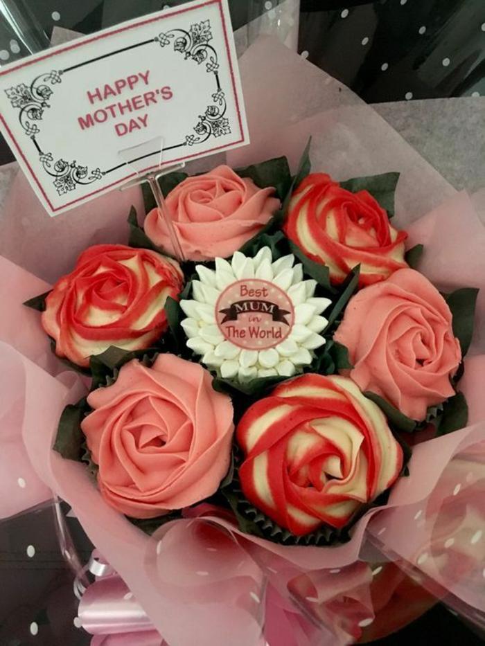 Süßigkeiten für Mutti zubereiten mit Fondant Rosen als Dekoration - Geschenkideen für Muttertag