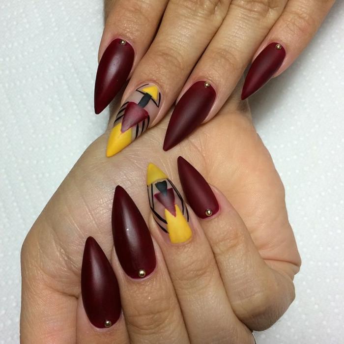 spitze gelnägel design in mattfarbe dunkelrot gelbe dekorationen gelb rot und schwarz kombinieren rot schwarz golden