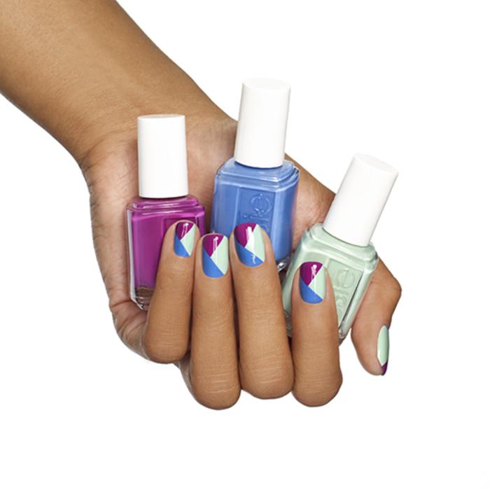 schliche Fingernägel mit schöner Dekoration, Kombination von drei frischen Farben, Sommer Nageldesign