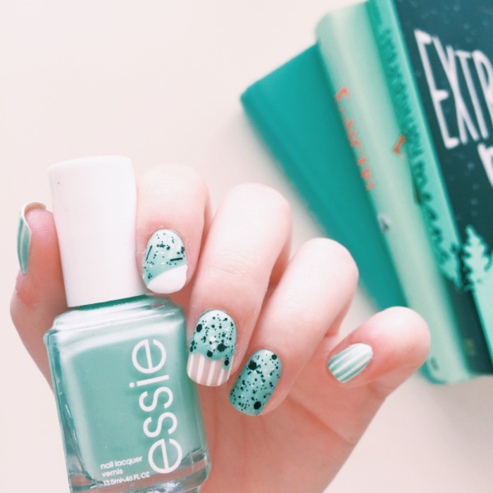 Sommer Nageldesign in Grün, effektvolle Maniküre mit Glitzer, schöne Fingernägel