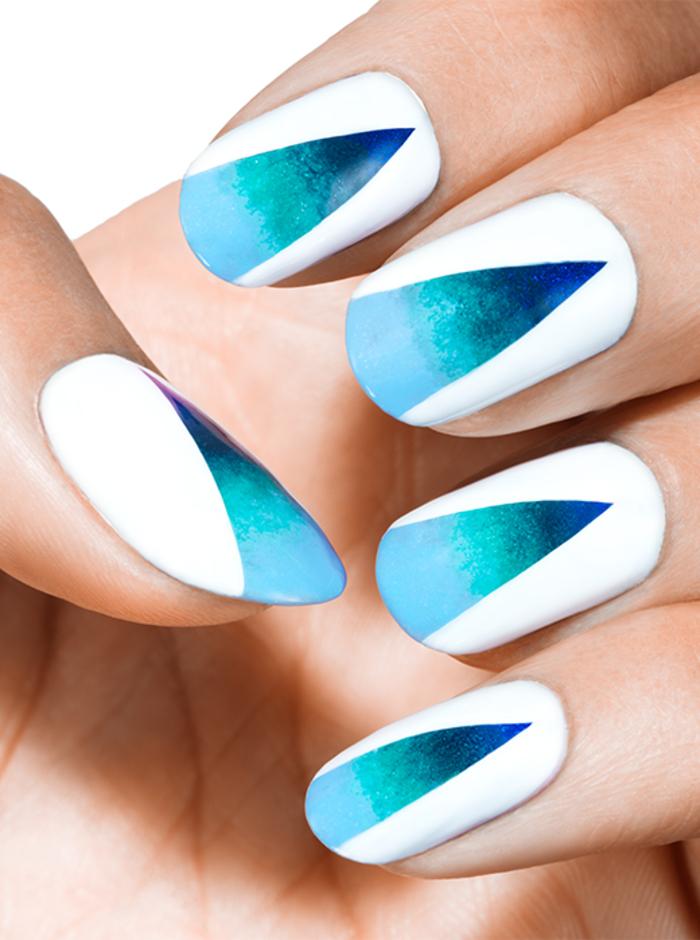 super tolle Sommeridee für Maniküre, Weiß und Blau, coole Dekoration