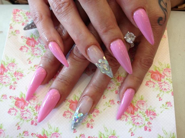 spitze fingernägel design ideen rosa nagellack transparenter lack glitzer ring ideen zum selbermachen deko