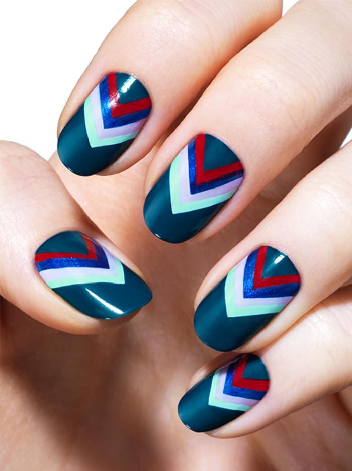 schlichte Fingernägel mit wunderschöner Dekoration, Kombination von fünf Farbe, Sommer Nageldesign