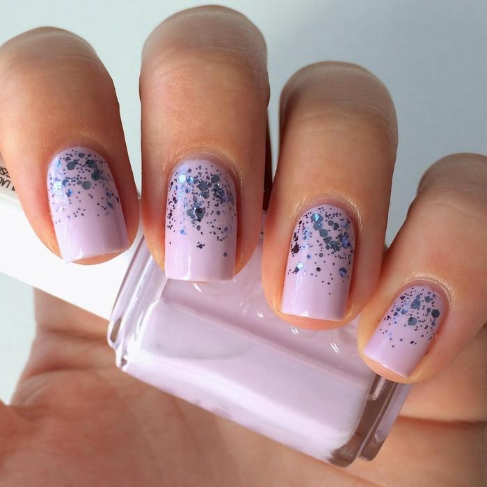 Lila Maniküre mit Glitzer, cooles Nageldesign für den Sommer, schöne Fingernägel