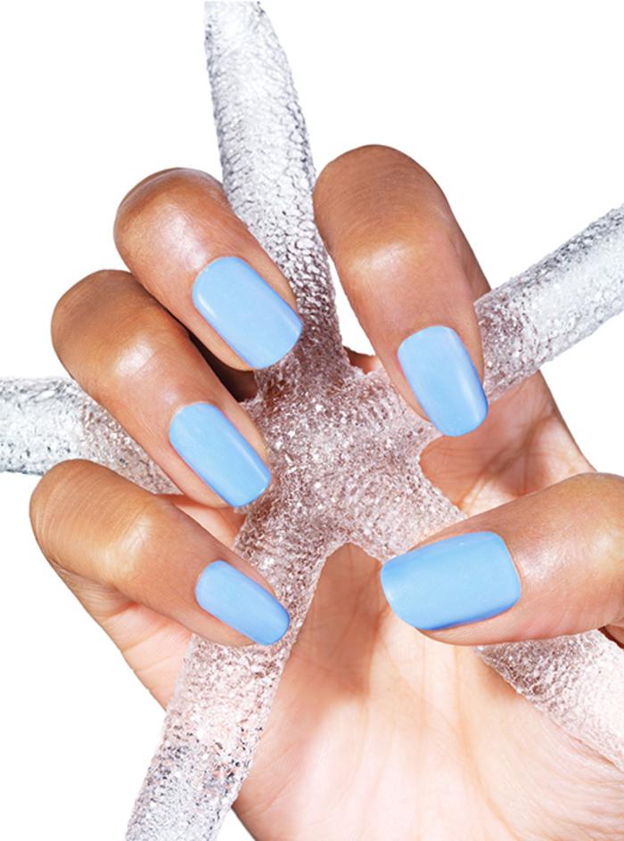 hellblauer Nagellack, schlichte und schöne Fingernägel, Ideen für Sommer Nageldesign