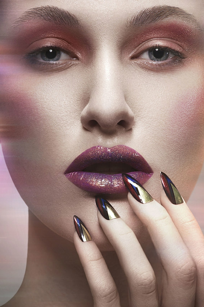 nägel mandelform design ideen für schöne nägel model volle lippen lippenstift und nagellack kombinieren