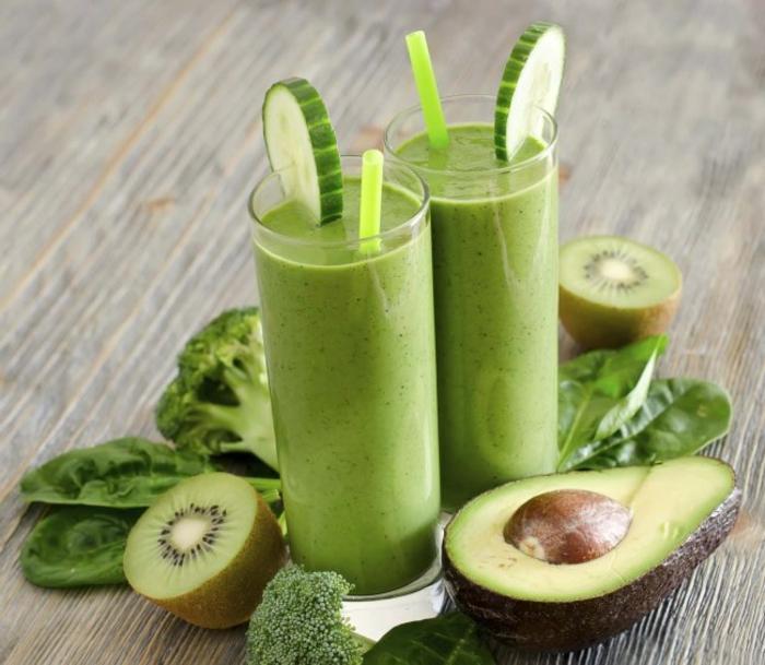 smoothie rezepte mit supperfood avocado kiwi broccoli spinat grüne zutaten produkte aus der natur zum genießen