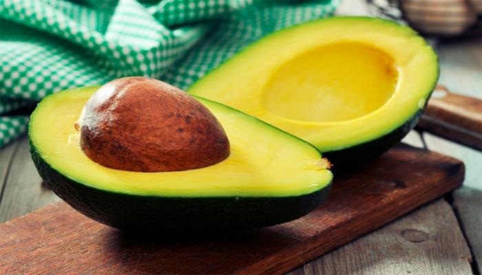 appetit zügeln mithilfe von avocados avocado kern und schale gesunde fette aus der natur grünes obst