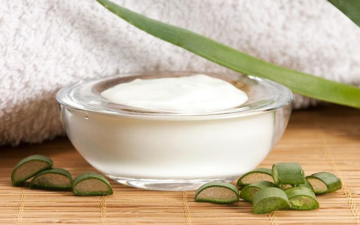Kokosöl Creme mit Kakaobutter und Sheabutter, Bienenwachs, Hydrolat, Vitamin-E-Öl und Aloe-Vera-Gel