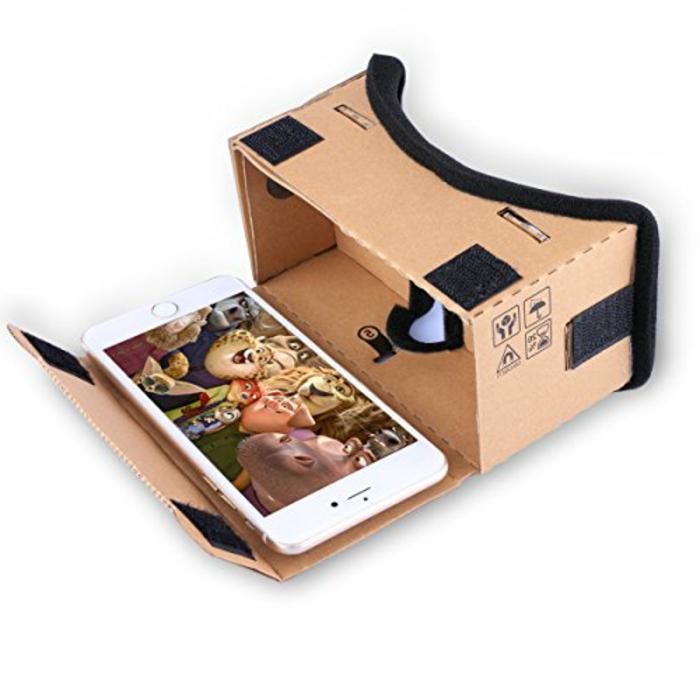 jetzt zeigen wir ihnen noch eine idee zum thema vr brille selber bauen, die ihnen sehr gut gefallen könnte - vr brille aus pappe und mit einem weißen smartphone