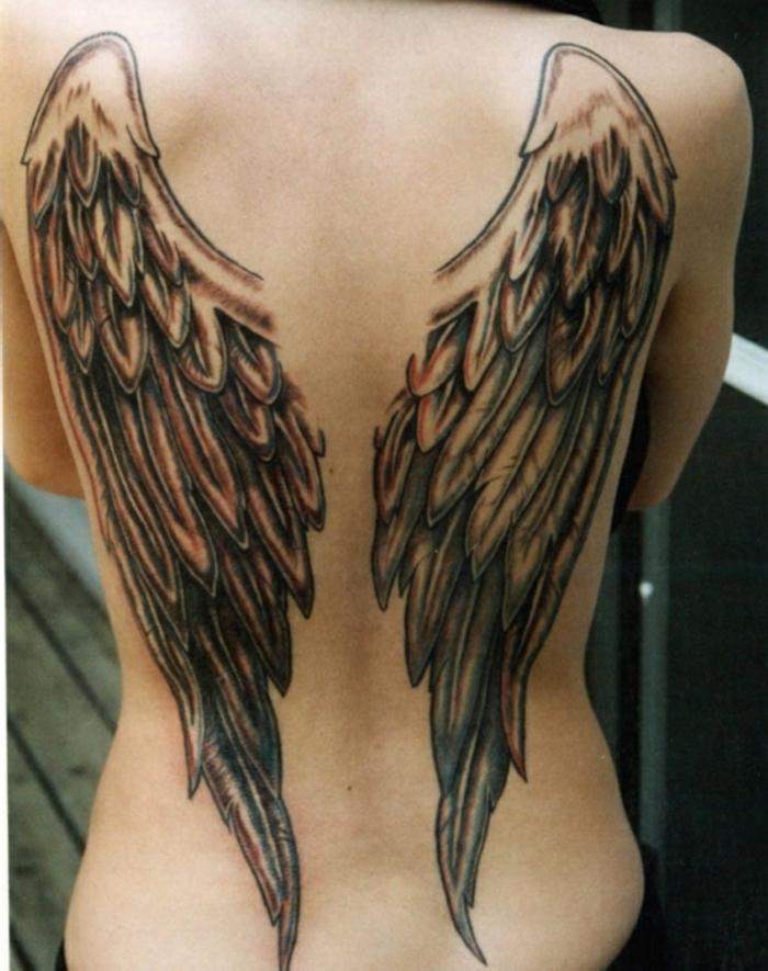 das ist noch eine tolle idee für einen schwarzen engel tattoo für die frauen - hier sind zwei schwarze engelsflügel mit schwarzen federn