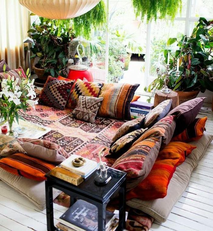 orientalische dekoration kein sofa sondern weicher teppich auf dem boden und viele bunte kissen tolles flair
