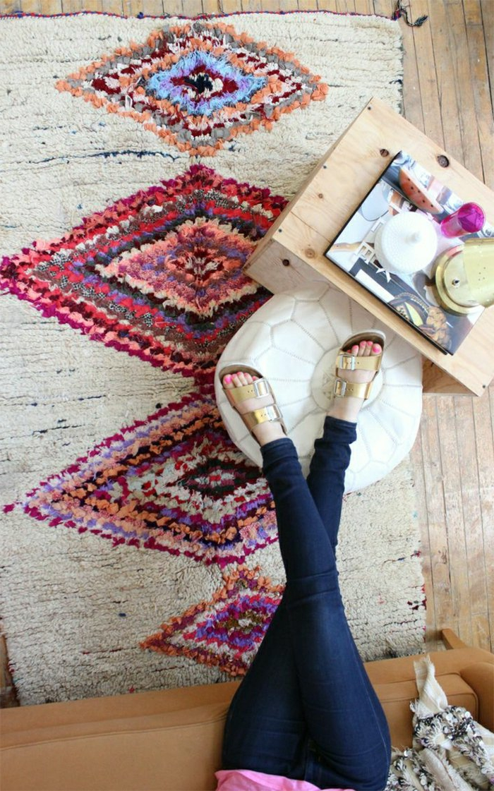 marokkanische lampen und teppiche mit besonderen mustern dekoration fürs zuhause frau erholt sich heim