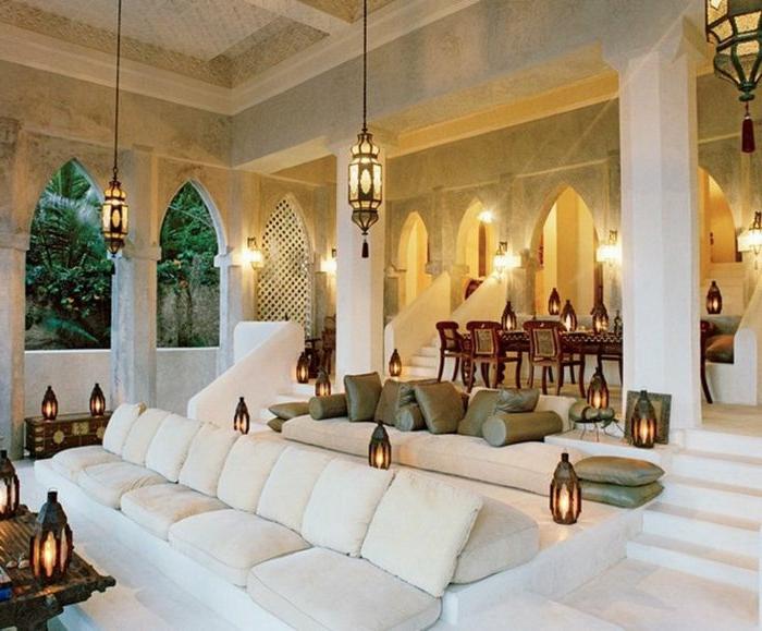 arabische möbel dekoration für den garten weiße sitzissen sessel viele laternen verdunkelte beleuchtung idee