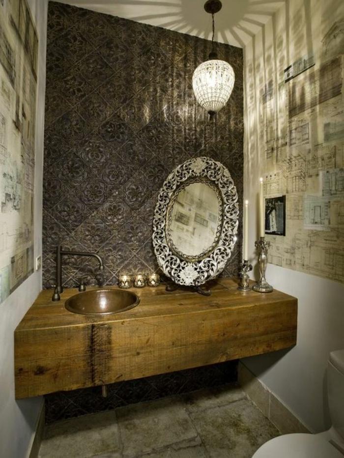 Orientalische Lampe Im Bad Scpiegel Mit Besonderem Design Dekorationen Im  Badezimmer Waschbecken Wanddeko Kerzen