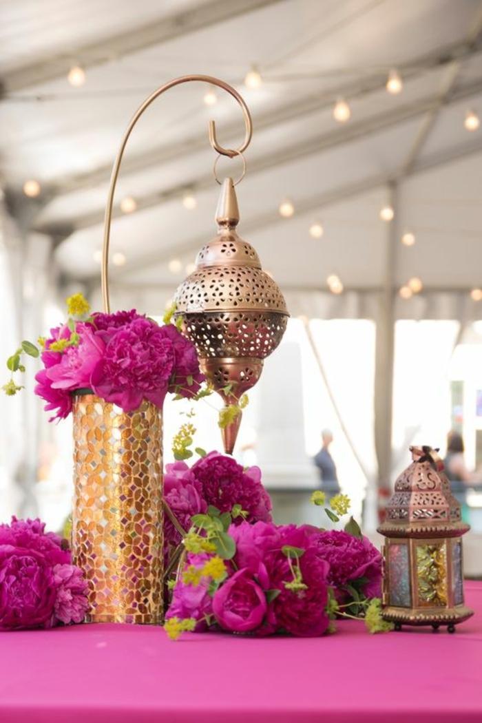 orientalische lampe dekoration für den tisch bei einer orientalischen hochzeit zyklamene blumen goldene deko