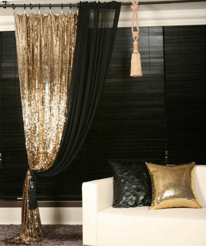 orientalische lampe dekorative vorhänge glänzendes design einrichtung in weiß schwarz und golden kissen idee