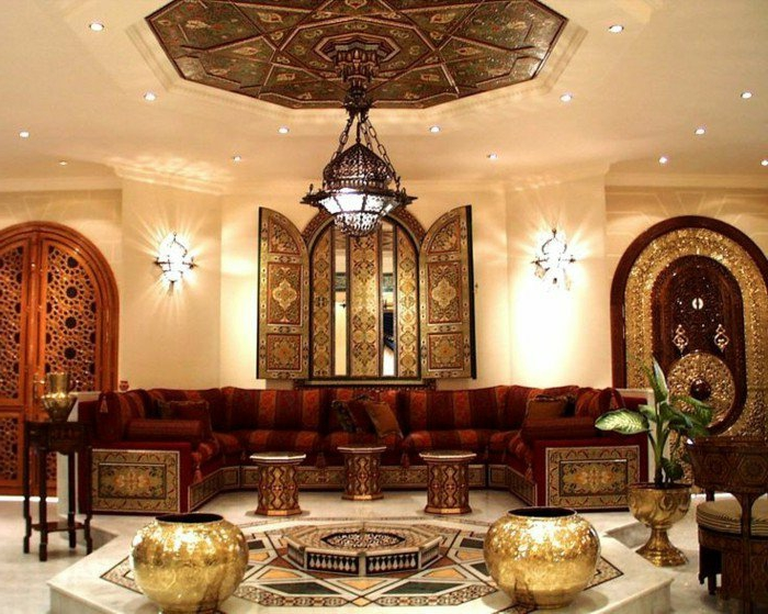 orientalische hängelampen und lüster und kerzen goldene dekorationen vase dekoratives fenster kaffeetische