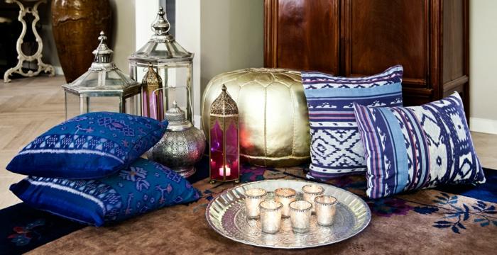 arabische möbel sitzkissen in goldener farbe dekorative kissen in lila und blau kerzen laternen persischer teppich