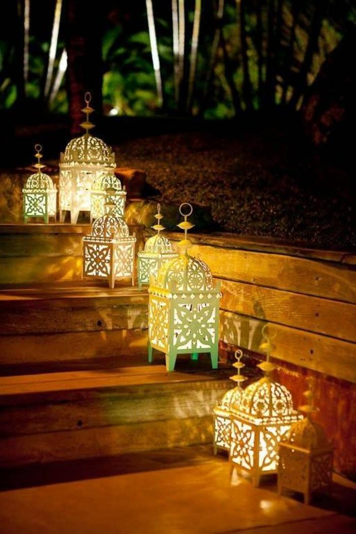 deko orientalisch viele laternen lampen auf der treppe dunkle atmosphäre dunkelheit gartendeko orient