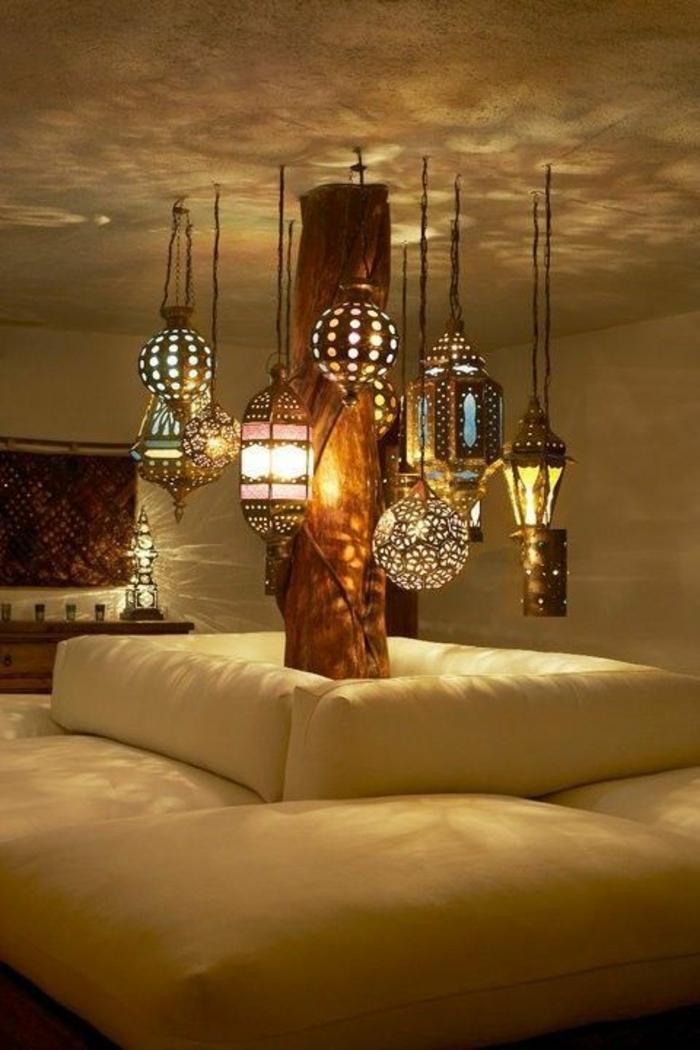 deko orientalisch viele lampen hängen von der deche weiches sofa in weißer farbe bunte lampen vergeben romantik des zimmers