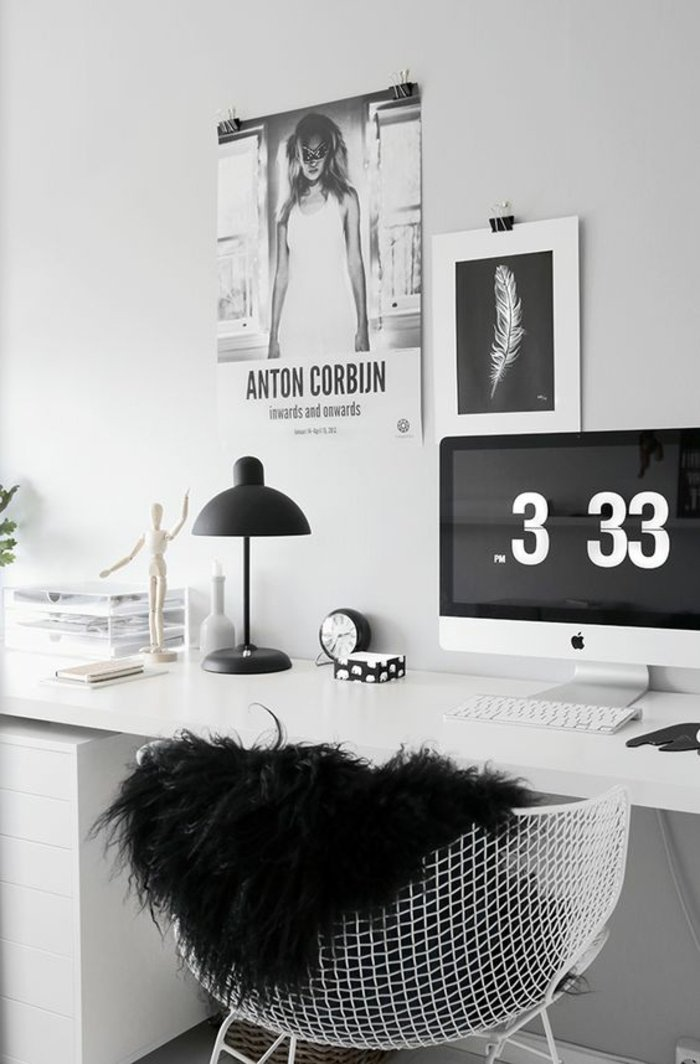 graues Zimmer - graues Arbeitszimmer mit zwei Wandbilder, ein Skulptur und ein Computer