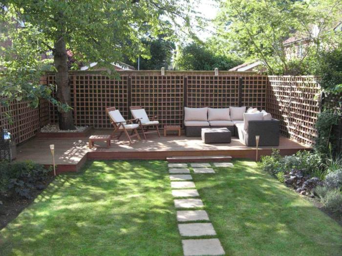 Gartenmöbel, Sichtschutz im Garten, englischer Rasen und Bäume Gartengestaltung pflegeleicht