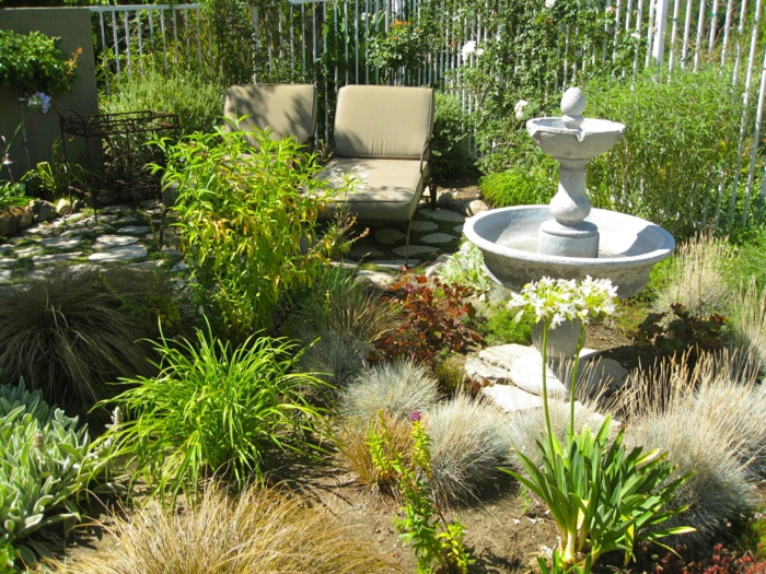 ein traumhafter wilder pflegeleichter Garten wo man sich gut erholen kann
