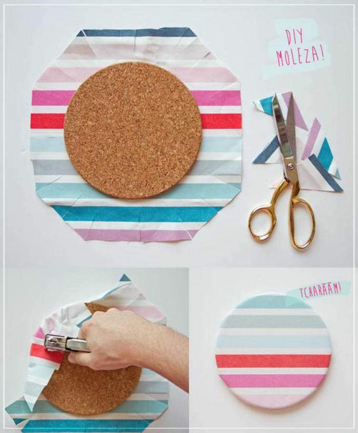 runde korkplatte mit buntem stoff dekorieren, schere, drahthefter